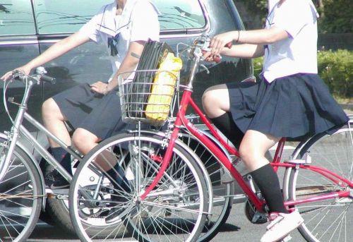 【盗撮画像】風が吹いたらパンチラしちゃう自転車通学JK画像 41枚 No.14