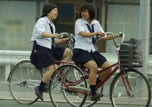 【盗撮画像】風が吹いたらパンチラしちゃう自転車通学JK画像 41枚 No.16