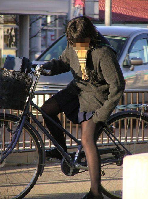 【盗撮画像】風が吹いたらパンチラしちゃう自転車通学JK画像 41枚 No.17