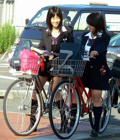 【盗撮画像】風が吹いたらパンチラしちゃう自転車通学JK画像 41枚 No.25