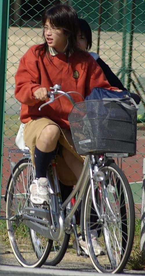 【盗撮画像】風が吹いたらパンチラしちゃう自転車通学JK画像 41枚 No.27