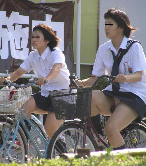【盗撮画像】風が吹いたらパンチラしちゃう自転車通学JK画像 41枚 No.32