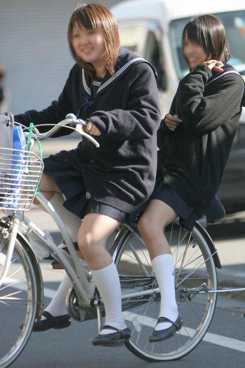 【盗撮画像】風が吹いたらパンチラしちゃう自転車通学JK画像 41枚 No.35