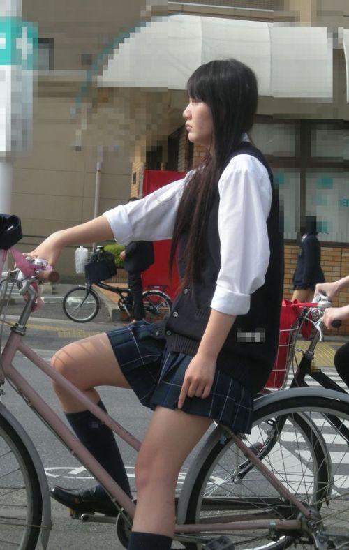【盗撮画像】風が吹いたらパンチラしちゃう自転車通学JK画像 41枚 No.37