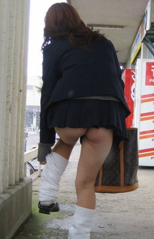【JK画像】下から盗撮したら股間とお尻がモロ見えエロ過ぎた! 39枚 No.21