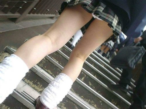 【JK画像】下から盗撮したら股間とお尻がモロ見えエロ過ぎた! 39枚 No.22