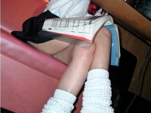 【エロ画像】ルーズソックスで脚組みしてるJKのドヤ感は異常! 38枚 No.1