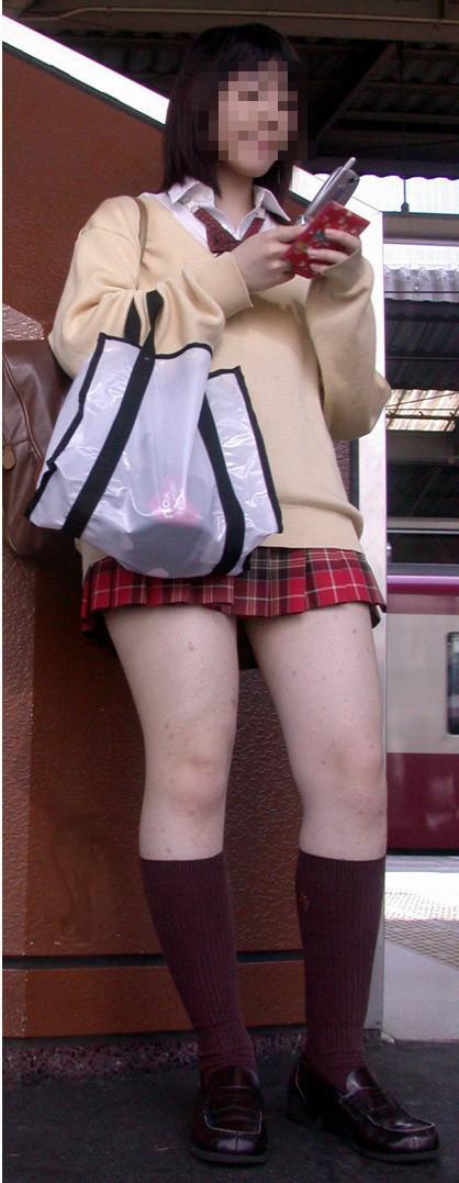 【エロ画像】ルーズソックスで脚組みしてるJKのドヤ感は異常! 38枚 No.8
