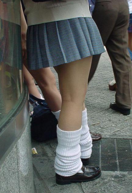【エロ画像】ルーズソックスで脚組みしてるJKのドヤ感は異常! 38枚 No.30