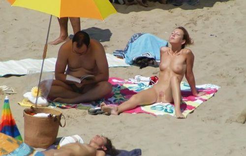 ヌーディストビーチで全裸になったちゃう外人美女の盗撮エロ画像! 37枚 No.3