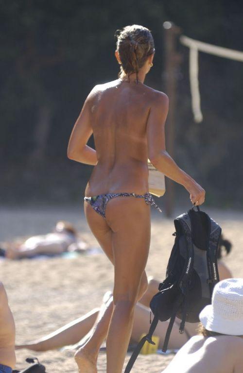 ヌーディストビーチで全裸になったちゃう外人美女の盗撮エロ画像! 37枚 No.16