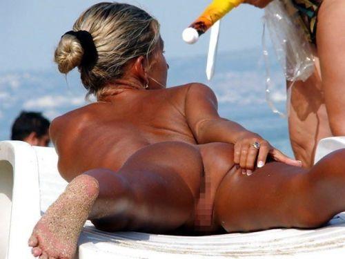 ヌーディストビーチで全裸になったちゃう外人美女の盗撮エロ画像! 37枚 No.17