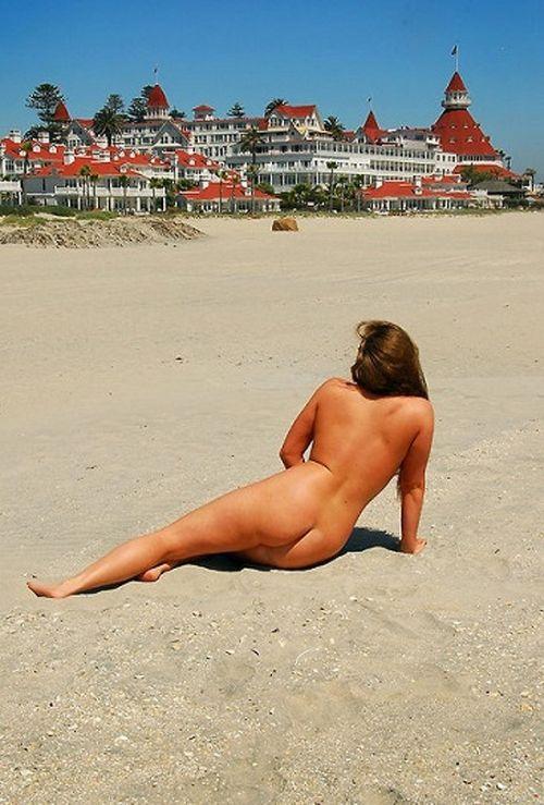 ヌーディストビーチで全裸になったちゃう外人美女の盗撮エロ画像! 37枚 No.24