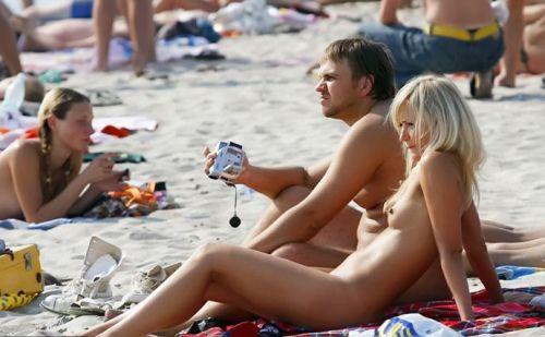 ヌーディストビーチで全裸になったちゃう外人美女の盗撮エロ画像! 37枚 No.30