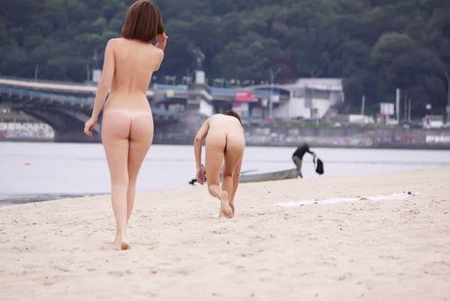 ヌーディストビーチで全裸になったちゃう外人美女の盗撮エロ画像! 37枚 No.35