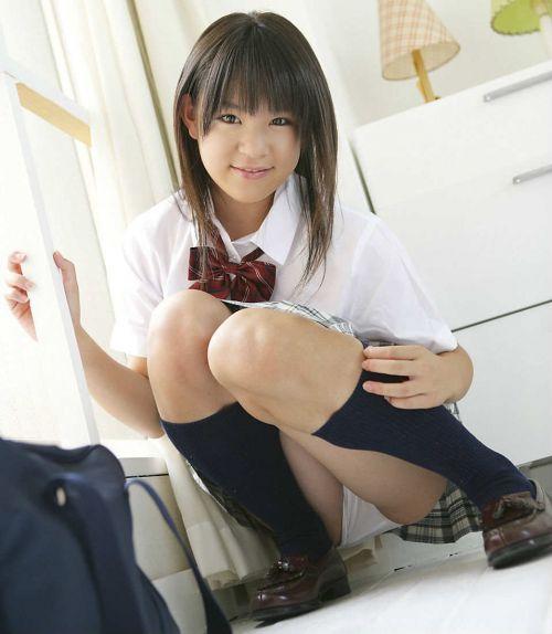 【画像】ガバっと足を開いてM字開脚してる女子高生のエロス! 38枚 No.9