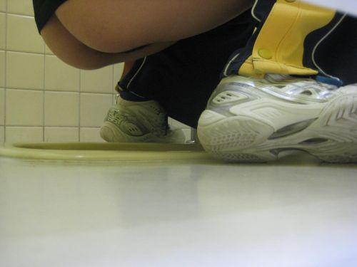 【画像】和式トイレでお姉さんを後方下から盗撮したったwww 40枚 No.13