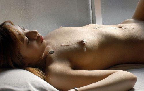 可愛い女の子がザーメンをコンドームや体から事後処理するエロ画像 39枚 No.5