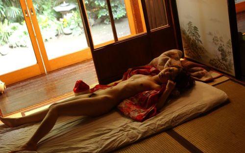 可愛い女の子がザーメンをコンドームや体から事後処理するエロ画像 39枚 No.21
