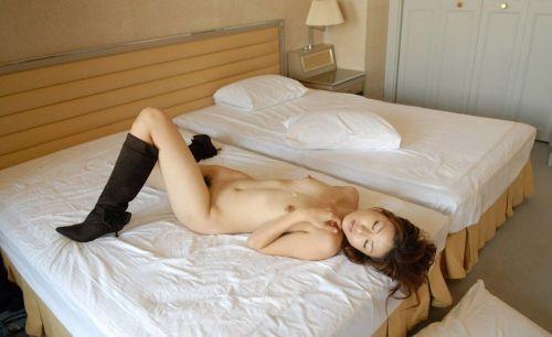 可愛い女の子がザーメンをコンドームや体から事後処理するエロ画像 39枚 No.28