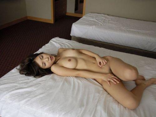 可愛い女の子がザーメンをコンドームや体から事後処理するエロ画像 39枚 No.29