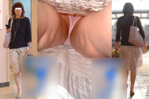 【エロ画像】逆さ撮りでOLさんのパンティと太もも激写盗撮! 36枚 No.19