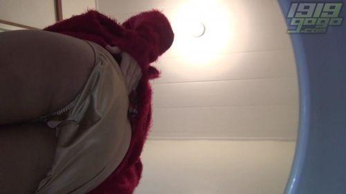 【盗撮画像】女性の局部は見えないけど、洋式トイレもエロかった^^ 43枚 No.37