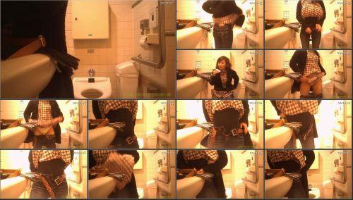 【盗撮画像】女性の局部は見えないけど、洋式トイレもエロかった^^ 43枚 No.40