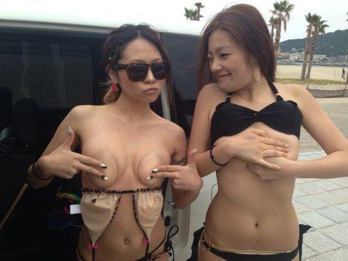 ビーチで美乳・巨乳な水着おっぱいを盗撮したエロ画像まとめ 35枚 No.8