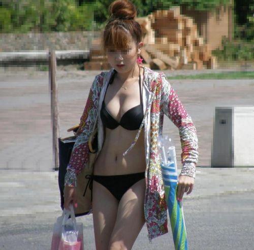 ビーチで美乳・巨乳な水着おっぱいを盗撮したエロ画像まとめ 35枚 No.12