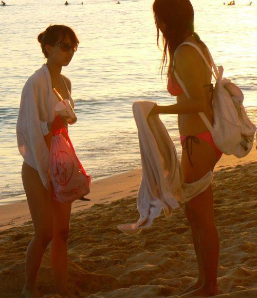 ビーチで美乳・巨乳な水着おっぱいを盗撮したエロ画像まとめ 35枚 No.29