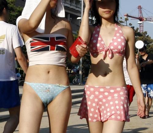 ビーチで美乳・巨乳な水着おっぱいを盗撮したエロ画像まとめ 35枚 No.34