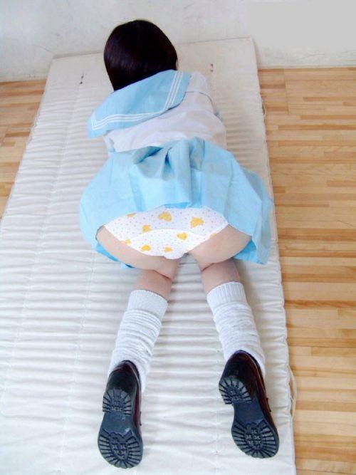 【画像】女子高生が色んな角度からお尻パンモロなエロ画像まとめ 40枚 No.9