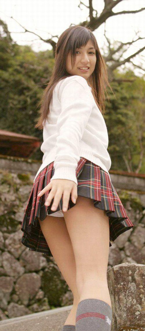 【画像】女子高生が色んな角度からお尻パンモロなエロ画像まとめ 40枚 No.23
