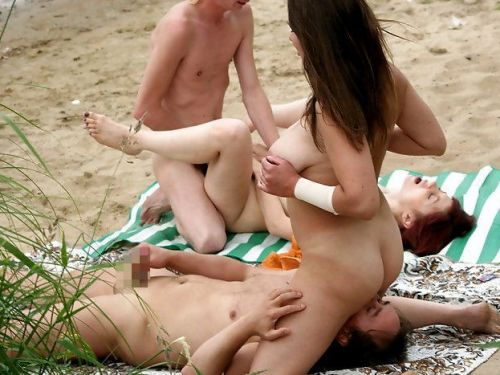 外人がビーチで顔面騎乗位やフェラとかしちゃってるエロ画像まとめ 34枚 No.1