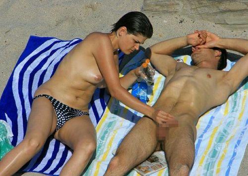 外人がビーチで顔面騎乗位やフェラとかしちゃってるエロ画像まとめ 34枚 No.6