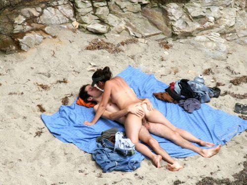 外人がビーチで顔面騎乗位やフェラとかしちゃってるエロ画像まとめ 34枚 No.31