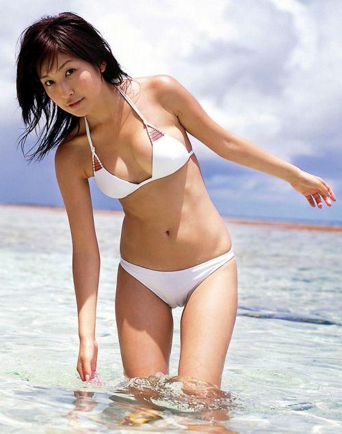 水着姿のマンスジを見せつける女の子のエロ画像だけまとめたった 37枚 No.11