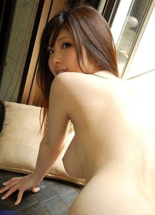 ノーブラな巨乳お姉さんが横乳の胸チラで勃起しちゃうエロ画像 27枚 No.20