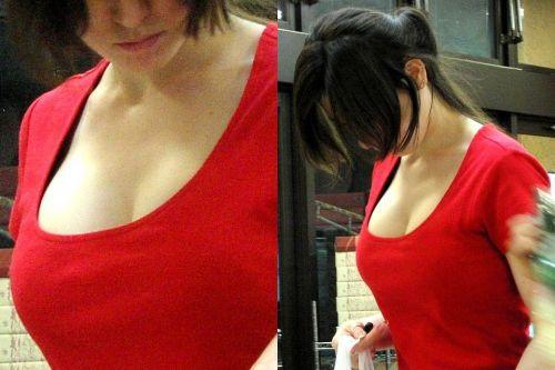 胸元の緩いエッチなギャルの胸チラだけを激写盗撮画像 58枚 No.3