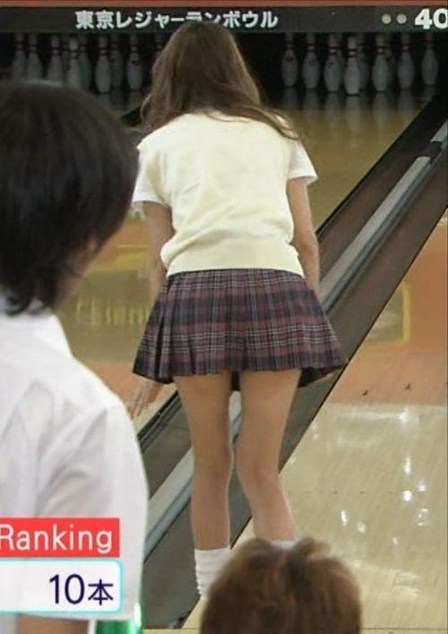 【ボーリング】スカート履いてると投げる瞬間パンチラしちゃうエロ画像 31枚 No.5