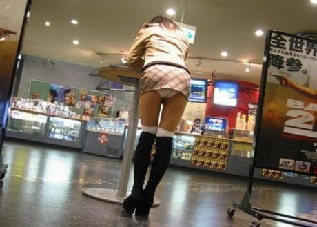 【ボーリング】スカート履いてると投げる瞬間パンチラしちゃうエロ画像 31枚 No.6