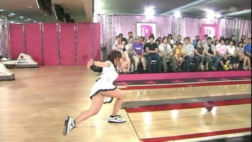 【ボーリング】スカート履いてると投げる瞬間パンチラしちゃうエロ画像 31枚 No.11