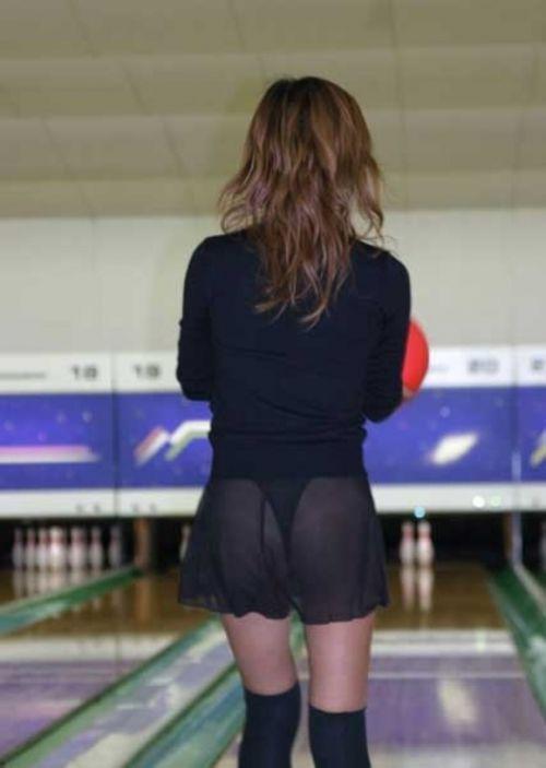 【ボーリング】スカート履いてると投げる瞬間パンチラしちゃうエロ画像 31枚 No.12