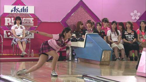 【ボーリング】スカート履いてると投げる瞬間パンチラしちゃうエロ画像 31枚 No.15