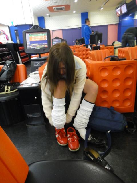 【ボーリング】スカート履いてると投げる瞬間パンチラしちゃうエロ画像 31枚 No.18