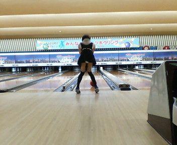 【ボーリング】スカート履いてると投げる瞬間パンチラしちゃうエロ画像 31枚 No.20