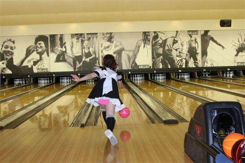 【ボーリング】スカート履いてると投げる瞬間パンチラしちゃうエロ画像 31枚 No.23