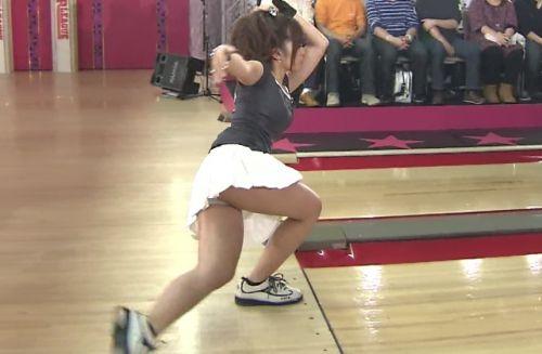 【ボーリング】スカート履いてると投げる瞬間パンチラしちゃうエロ画像 31枚 No.27