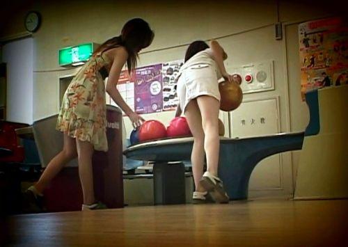 【ボーリング】スカート履いてると投げる瞬間パンチラしちゃうエロ画像 31枚 No.28